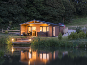 Fishing Holidays in England, Mallard Lodge, Nanpusker Lakeside Lodges, Cornwall. Stay in comfort in a modern, fully equipped lodge in peaceful surroundings overlooking a private fishing lake exclusively for you.