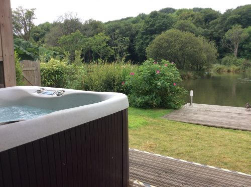 Swallow Hot Tub - Nanpusker Lakeside Lodges offers fully equipped, beautifully presented lakeside fishing lodges overlooking a private fishing lake. An ideal location for family fishing holidays.